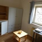 Jedes Zimmer hat einen Kühlschrank, die Küche wird gemeinschaftlich genutzt.